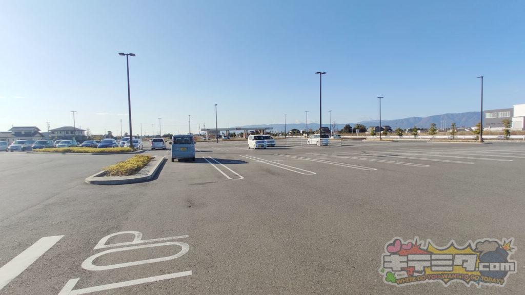 コストコ岐阜羽島倉庫店 朝はやめの駐車場はガラガラです!
