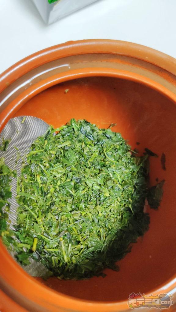古賀製茶本舗(八女茶)通称コストコ茶。と新井園本店(狭山茶)の茶葉がしっかり開く。