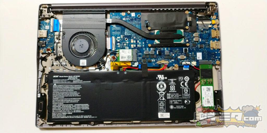 裏面から見た、ACER swift3 SF314-57-F58U/S 基盤やバッテリーが見える。