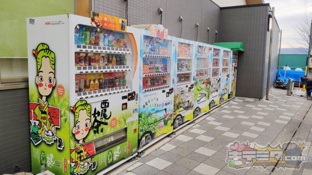 道の駅にしお岡ノ山なら夜に行っても自販機たくさんで安心。
